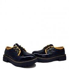 Batai su geltonu akcentu