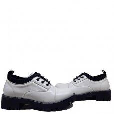 Batai su juodu akcentu
