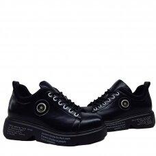 Batai su  raišteliais