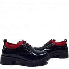 Batai su raudonu akcentu