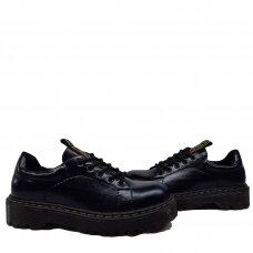 Batai su užrašu ant liežuvėlio